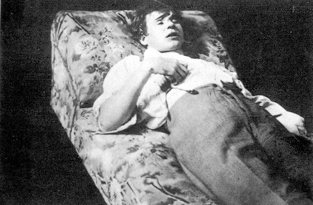 Мертвый поэт. Снимок сделан 28 декабря 1925 года в гостиничном номере.