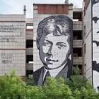 В Перми снесут недостроенный дом с портретом Есенина